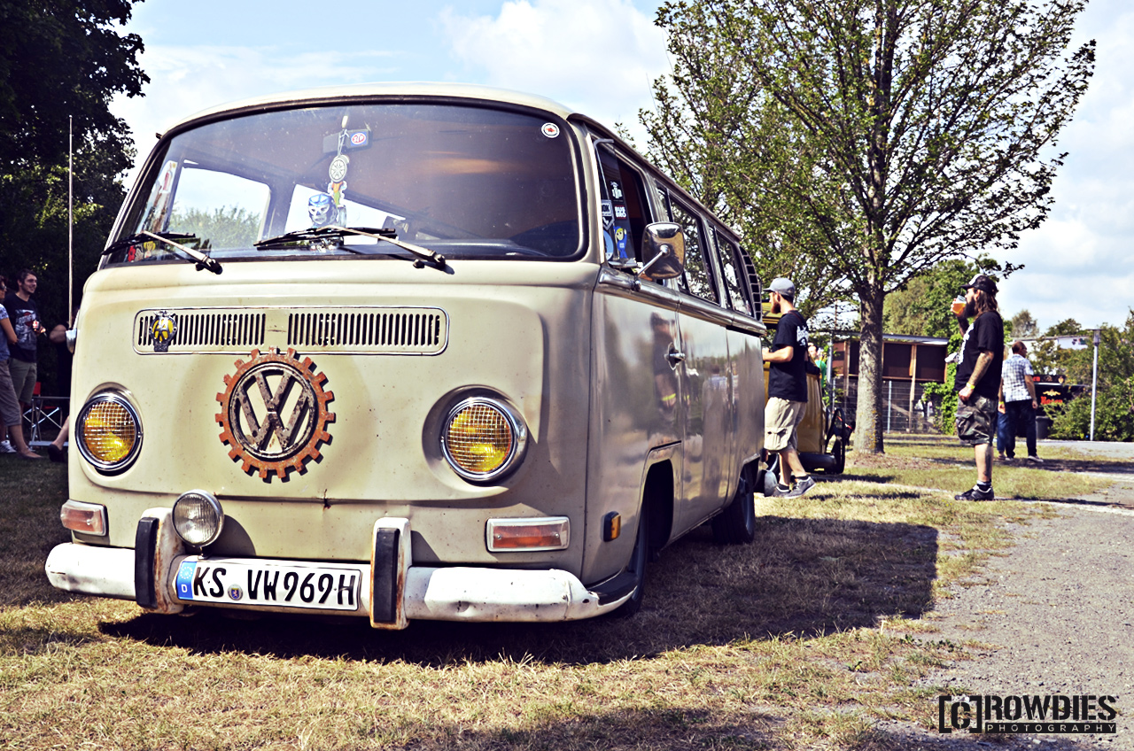 Awesome Classics 2015 - VW T2 beige
