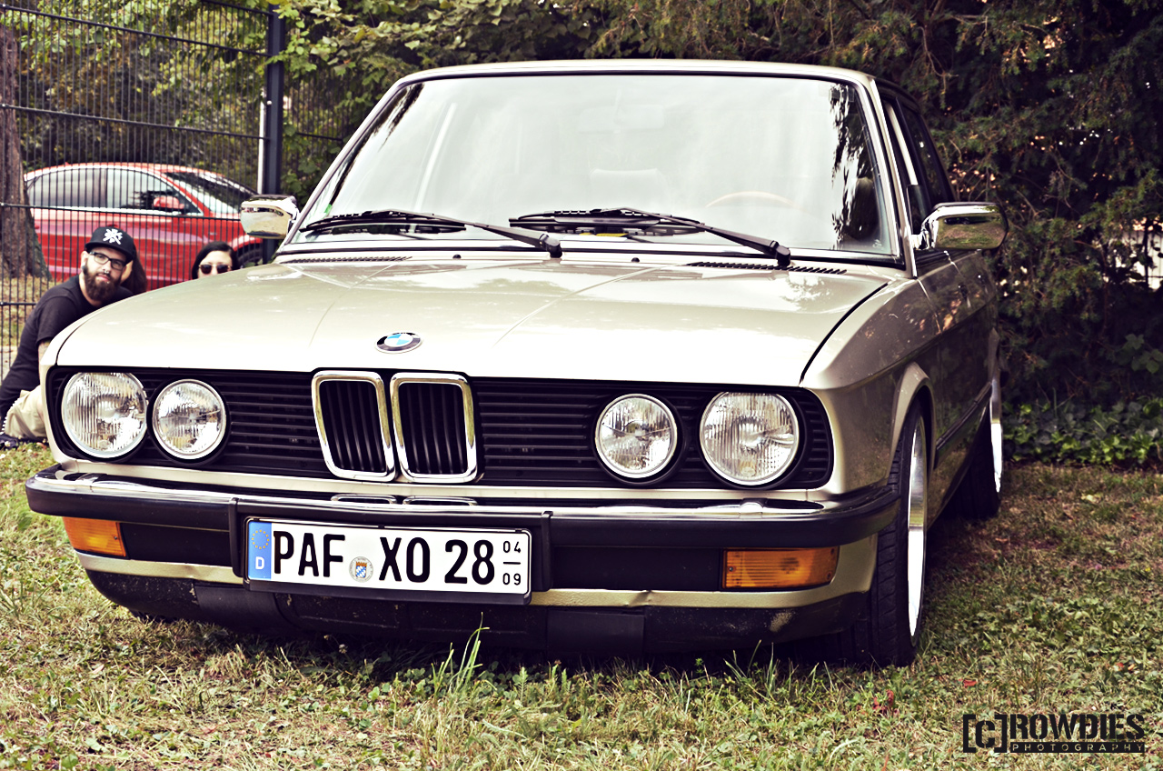Awesome Classics - BMW E28
