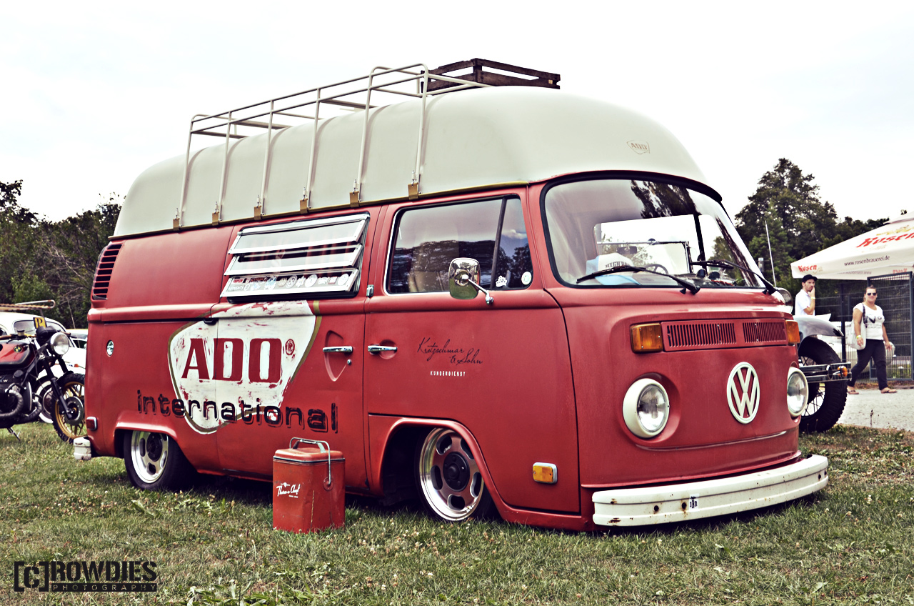 Awesome Classics 2015 - VW T2 Camper rot
