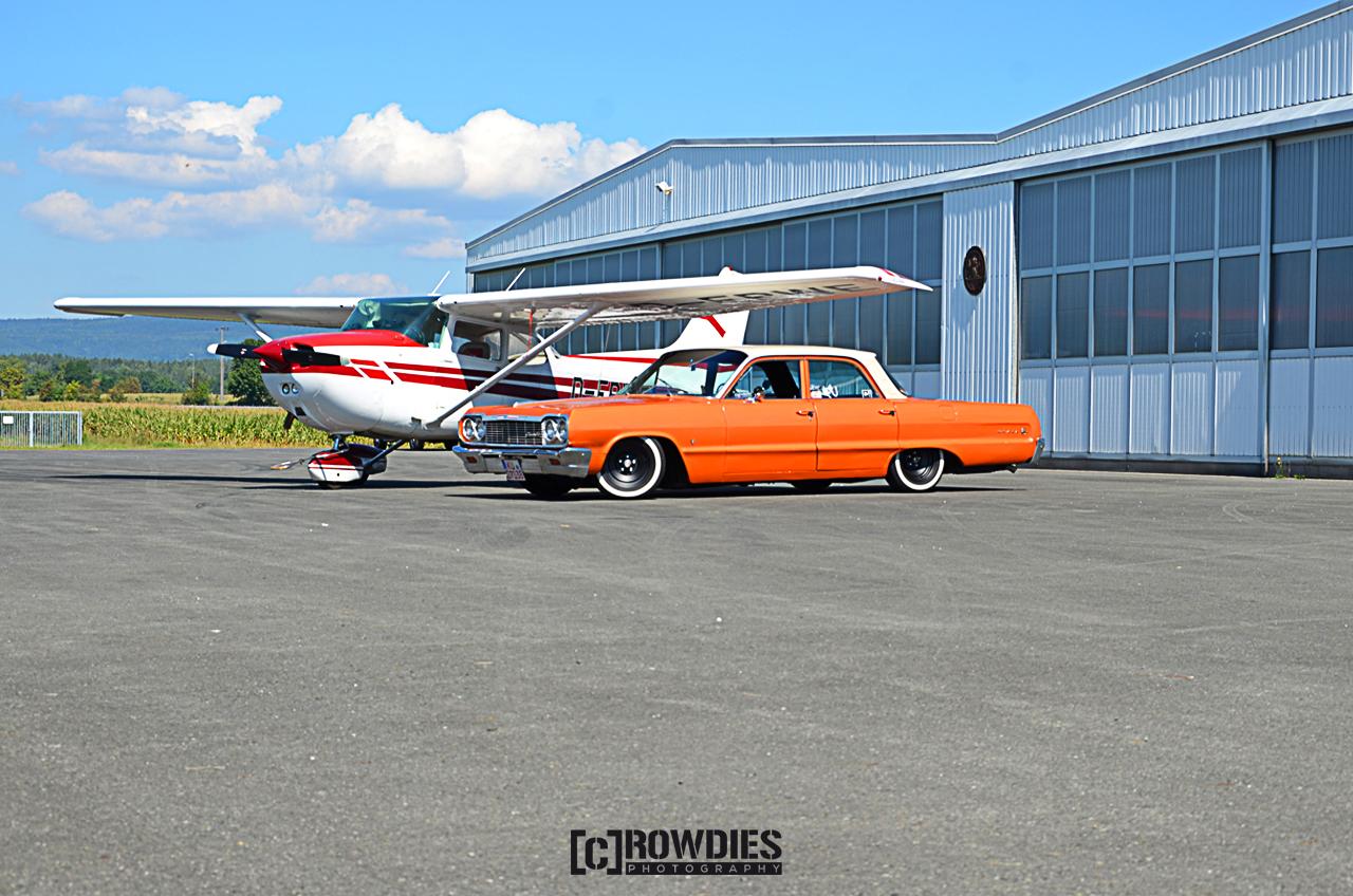 Performance on Wheels - Flugzeug-Shooting - Orange Muscle Car